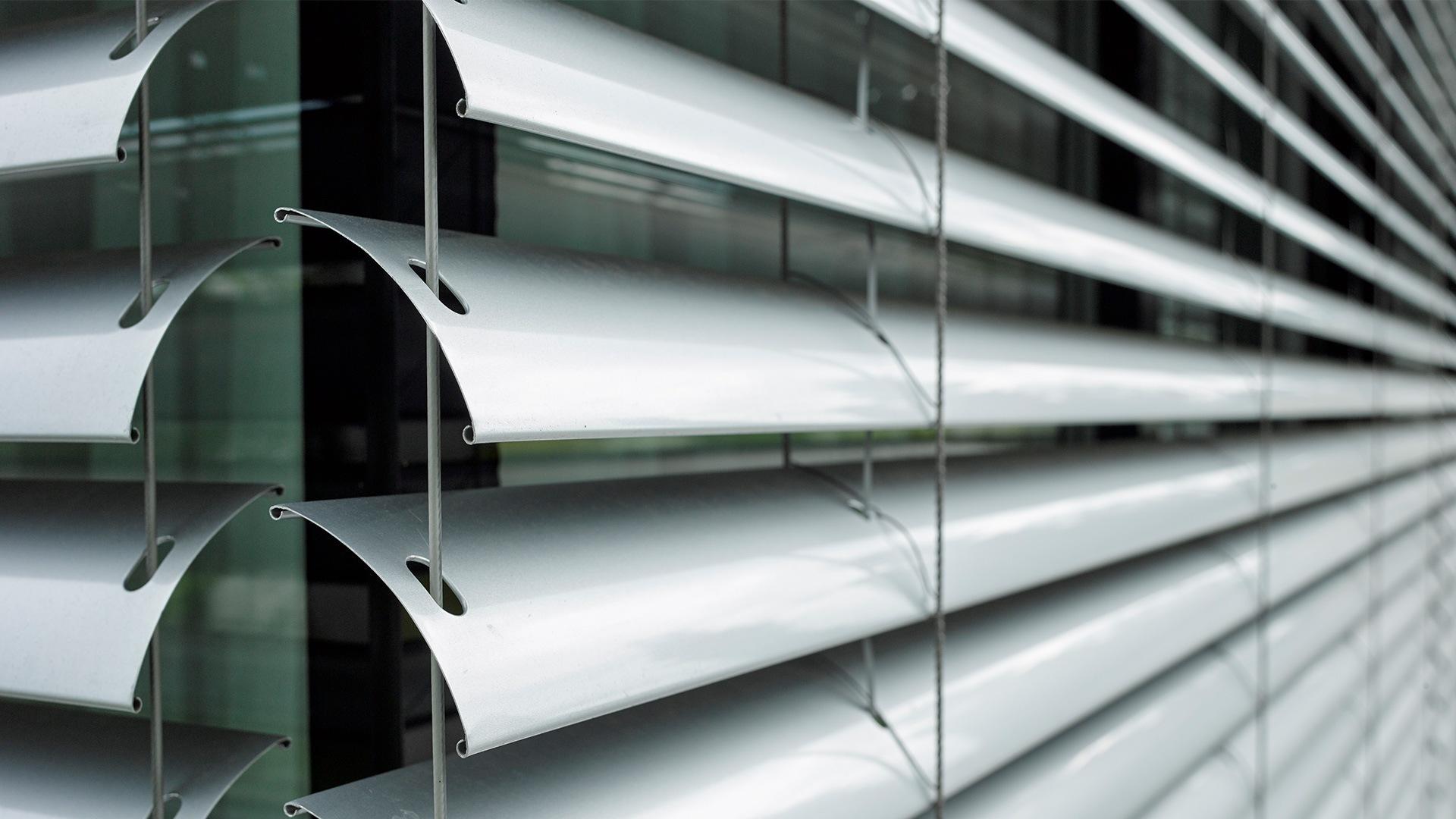 zanker raffstore 03 - Sonnenschutz für Firmengebäude