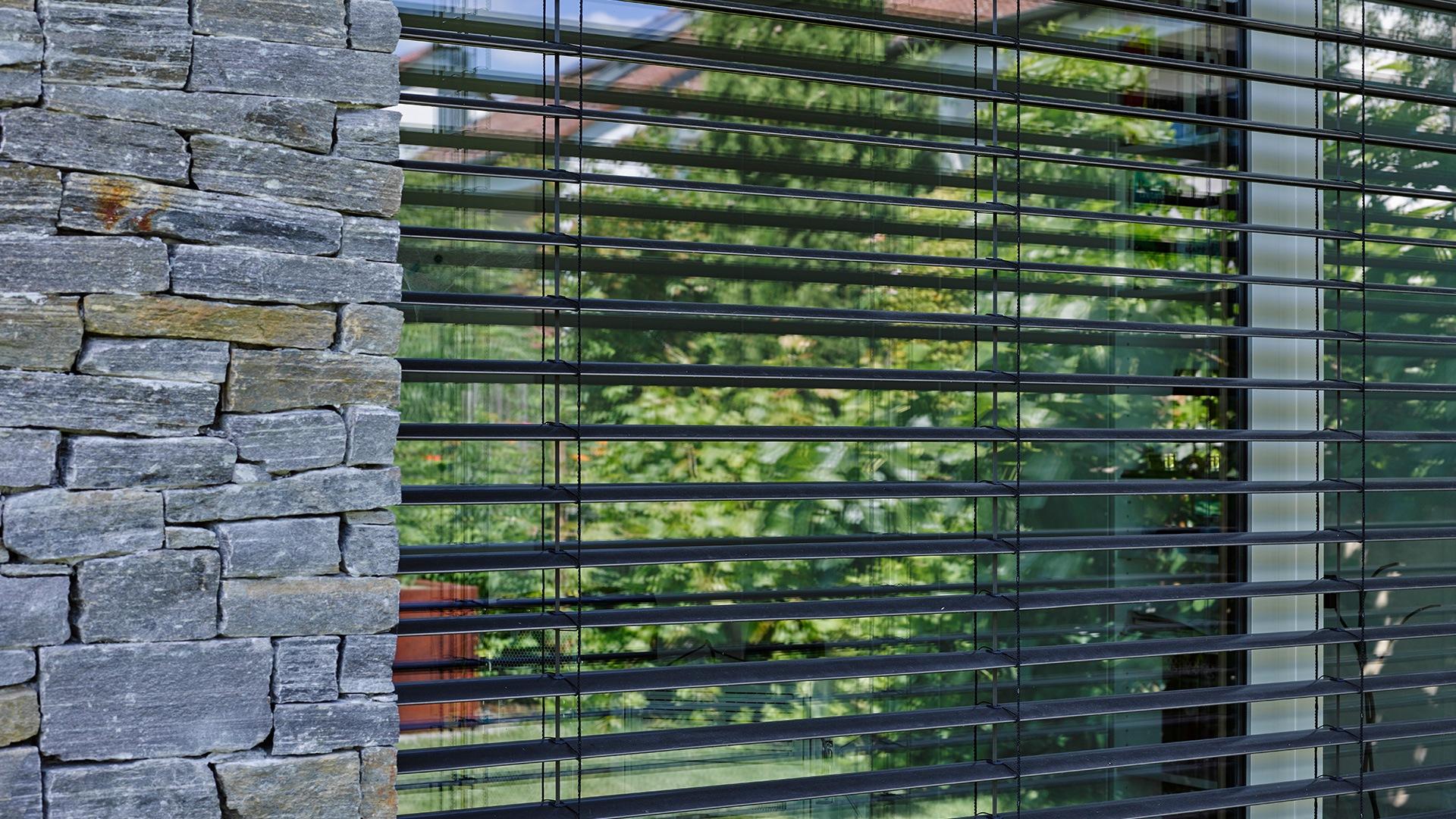 zanker raffstore 05 - Sonnenschutz für Fenster und Fassade