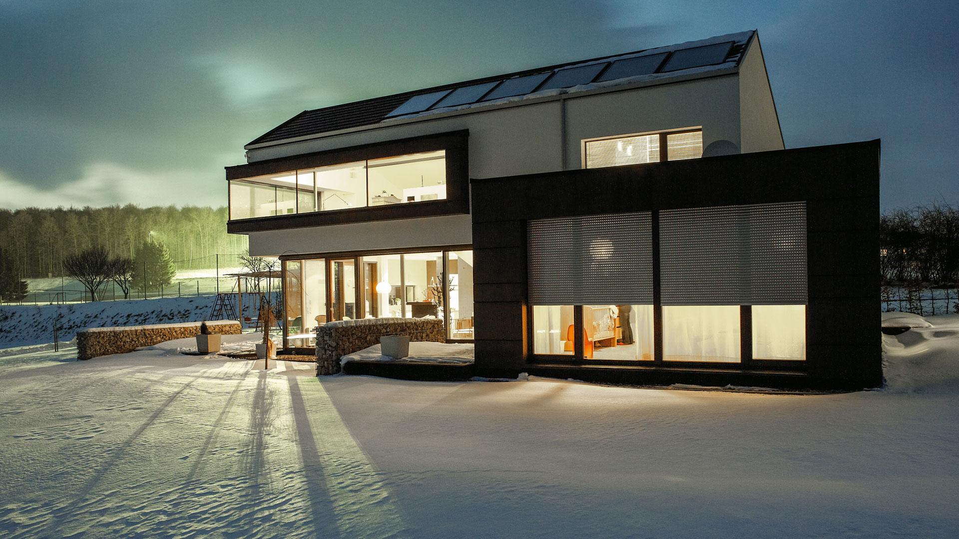 zanker Rollladen 03 - Sonnenschutz für Fenster und Fassade