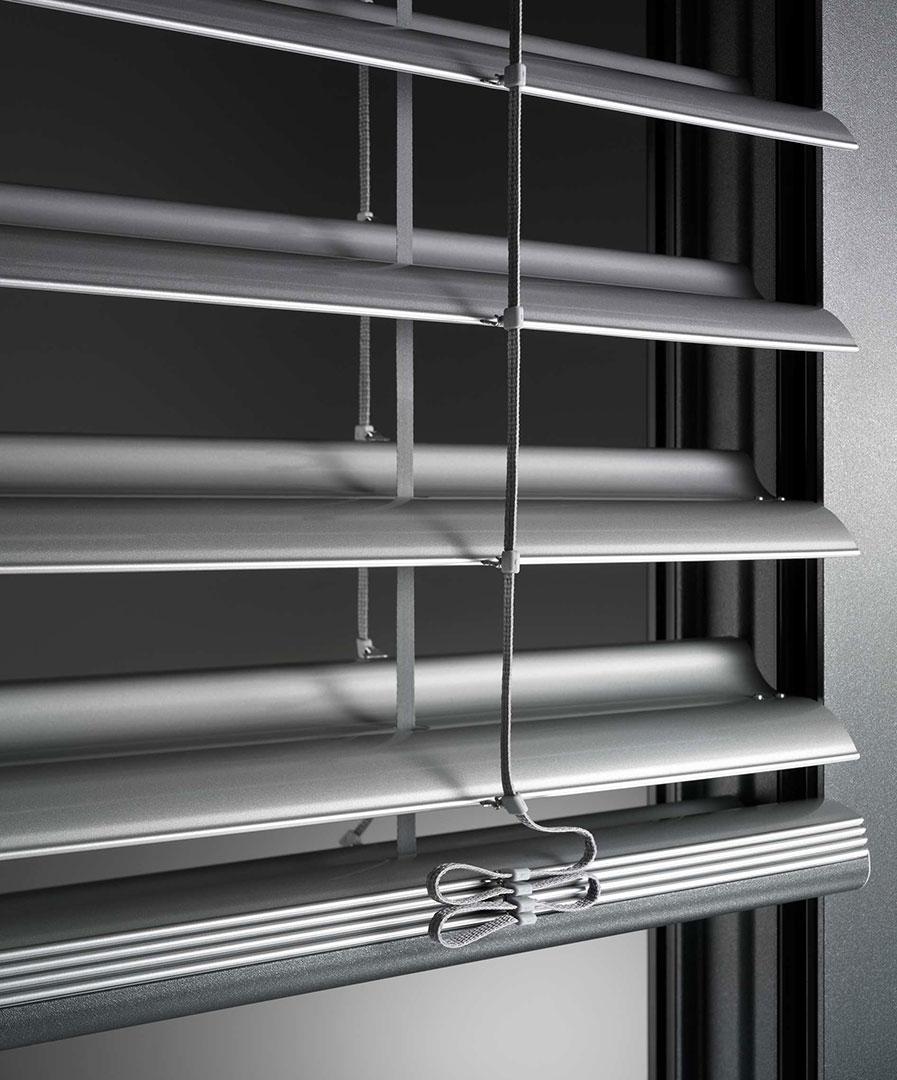 zanker raffstore 07 - Sonnenschutz für Fenster und Fassade